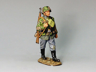 King and (&) Country WS115 - Marching Trooper - Retired