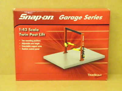 1:43 SNAP-ON TWIN POST HOIST True Scale 8001