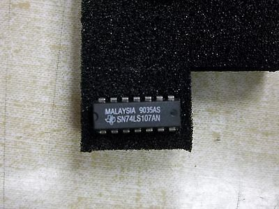NEW Texas Instruments Malaysia SN74LS107AN IC Chip 9035S *FREE SHIPPING*