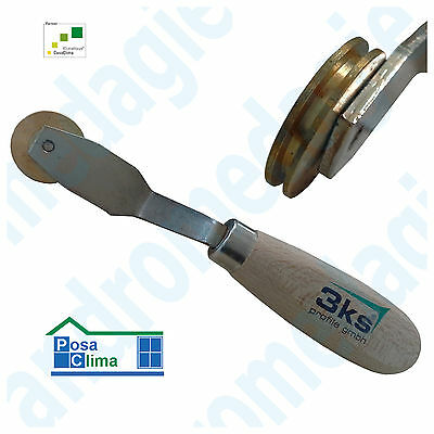 ROLLER FOR PROFILE PLASTER BASE To improve adhesion on the edge