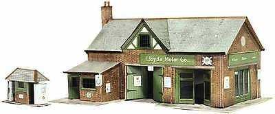 Country Garage & Petrol Pump - Superquick B32 - OO Building Card kit - free post