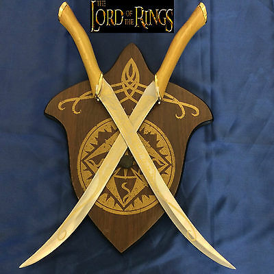 Lord of the Rings Double Fighting Knives of Legolas Greenleaf & Wooden Plaque
