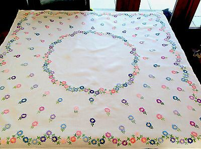 """VINTAGE HAND EMBROIDERED WHITE LINEN """" Mass Of Daisies """" TABLE CLOTH 41x42"""""""