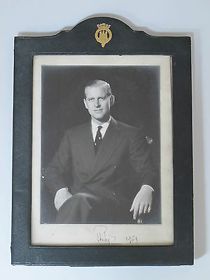 PRINZ PHILIP Duke of Edinburgh 1959 original Autogramm Rahmen H.H. PLATE London