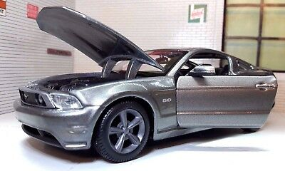 LGB G 1:24 Scale Ford Mustang GT 2011 5.0 V8 31209 Diecast Detailed Model Car