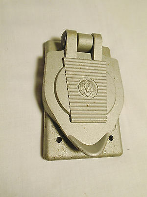 Hubbell Wet Location Outlet Cover Crouse-Hinds Body Oval Industrial Outdoor