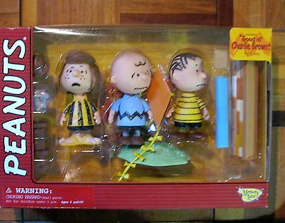 GOOD OL' CHARLIE BROWN Figure Set Memory Lane Peanuts Charlie Patty Linus- Frown
