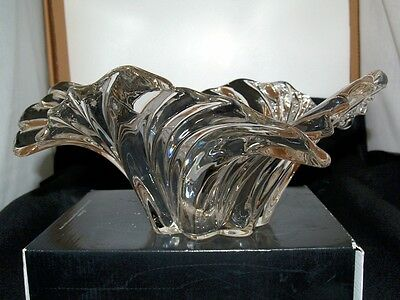 Large Clear Cut Glass / Crystal Fluted Fruit Bowl With Swirl Leaves