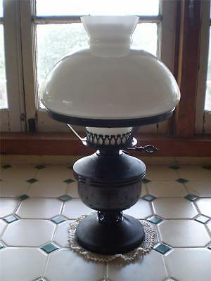 Vintage old country oil lamp with fancy flue & feature glass top,Collectable