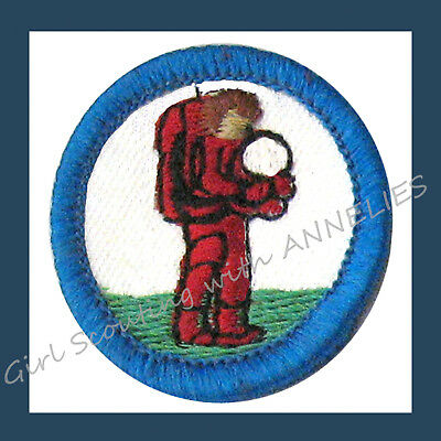 DISCOVERING TECHNOLOGY Badge RECALLED ERROR Girl Scouts Collectors NEW Astronaut
