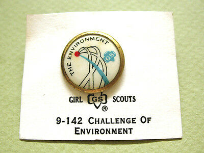 Girl Scout Pin Challenge of THE ENVIRONMENT Cad.& Sr. NEW on Card 1972 RARE