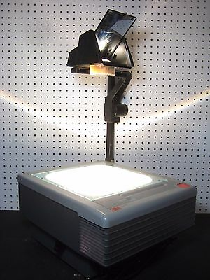 3M 9200 Overhead Projector Model: 900AJB Arm Folds Down / Portable / #1955
