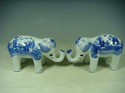 Beautiful Chinese blue and white porcelain a pair elephants