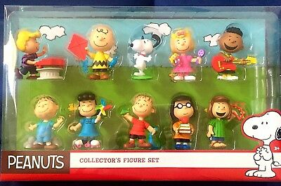 Peanuts Collector's  10 Figure Set Charlie Brown Snoopy Lucy Franklin Sally *new