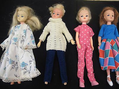 4 Vintage 70's 80s Sindy Dolls 2 x 033055X, 2 x 2GEN 1077 Clothed Jumping Jive