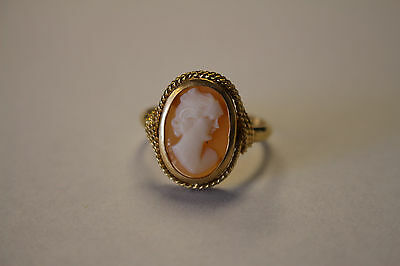 VINTAGE CAMEO RING SIZE 8.5 SET IN 18KT YELLOW GOLD 4 g TOTAL