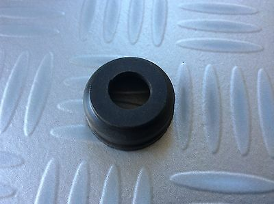 Classic Ford Fiesta MK1/2/Escort MK3/4 New Genuine Ford clutch arm grommet.