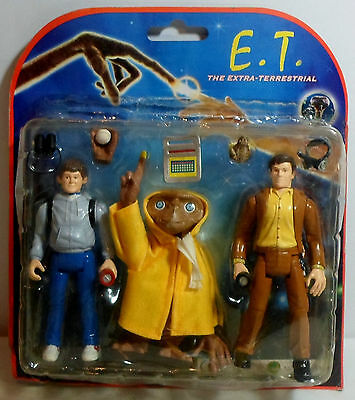 E.T. THE EXTRA TERRESTIAL 5.5'' ACTION FIGURES TRIPLE PACK w/ACCESSORIES MOSC B