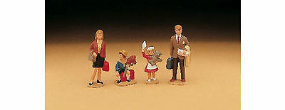 Lgb G Scale (4) Piece Family Figures Pack 51400