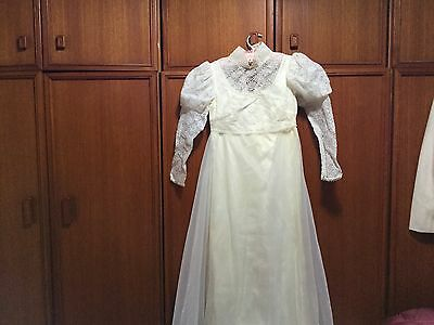 VINTAGE 1960's WEDDING DRESS WITH TRAIN & VEIL BY CANNS BRIDAL SYDNEY XXSSW