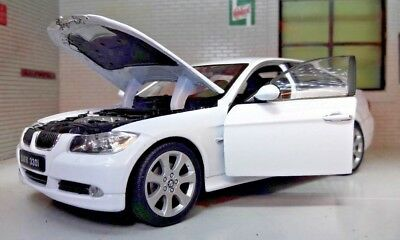 1:24 Scale BMW 3 Series 330i E90 22465 White V Detailed Welly Diecast Model Car