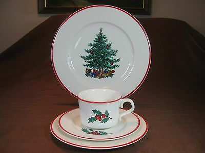 Taylor Smith & Taylor Christmas Holly Dinner Plate, Dessert Plate, Cup & Saucer
