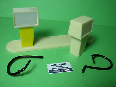 2  Pompes  A  Essence  Pour  Garage  Station   Shell  Mgf  1970  Vroom  1/43