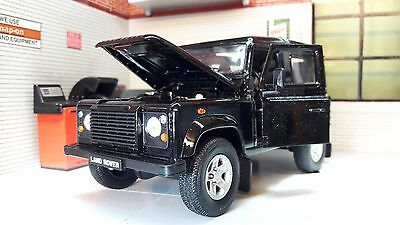 Land Rover Defender TD5/TDCI 90 Welly 1:24 Scale Black Diecast Detailed Model