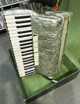 Sonala Vintage Piano Accordian With case. GREAT TONE 100% Working. COFFS HARBOUl