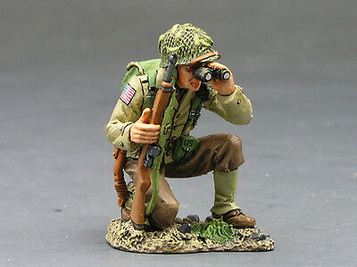King and (&) Country DD082 - Kneeling Officer w/ Bino - Retired