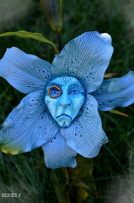 "Alice In Wonderland Talking Flowers Series 3 ""regal Blue"" By Sutherland"