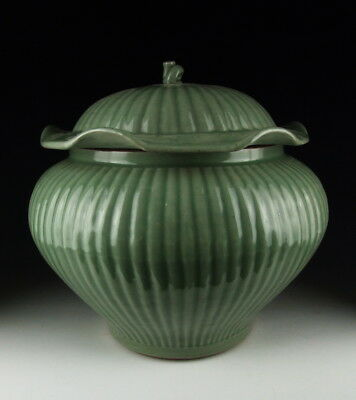 China Antiques Longquan Ware Porcelain Ribbed Lidded Pot