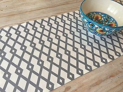 **GORGEOUS NEW GREY & OFF WHITE GEOMETRIC TABLE RUNNER 134cm **