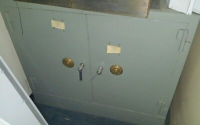 Vintage Sargent & Greenleaf 1906 Large Double Door Bank Safe w/Combination OPENS