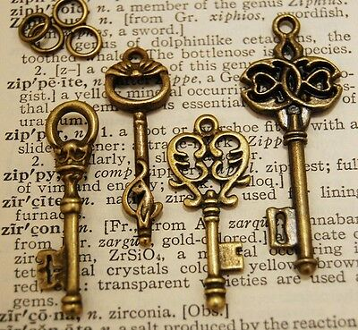 8 x Mixed Royal Skeleton Key Antique Old look Vintage Key, 2 of each style