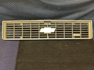 73 74 Chevy Blazer Pick Up Truck Suburban Grille 6262157 LOOK NICE 2