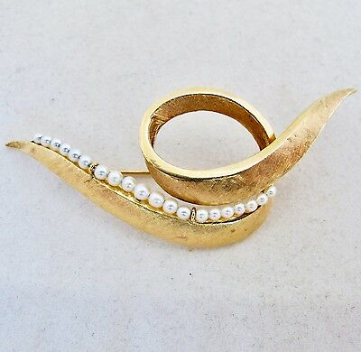 "2.85"" Vintage 14K Yellow Gold & White Pearl / Pearls Brooch Pin  (8.3 grams)"