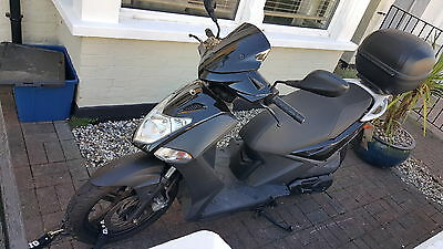 2012 KYMCO 125cc SCOOTER AGILITY CITY WITH TOP BOX NEW CRASH HELMET, LOCK COVER