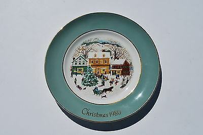 Avon 1980 Eighth Edition Country Christmas Decorative  Plate