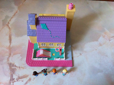 Polly Pocket SCHOOL HOUSE 100% Complete 1993 good condition .