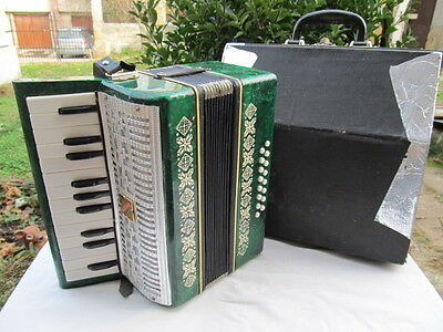 Vintage Ussr Razno Malish Child Accordion 16 Bass Button With Original Case