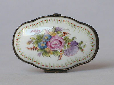 ANTIQUE FRENCH PORCELAIN JEWELRY / PILL BOX from the 1800s, superbly decorated