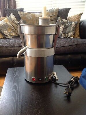 Santos 28 High Output Commercial Juicer Extractor (( Free Uk P&p))