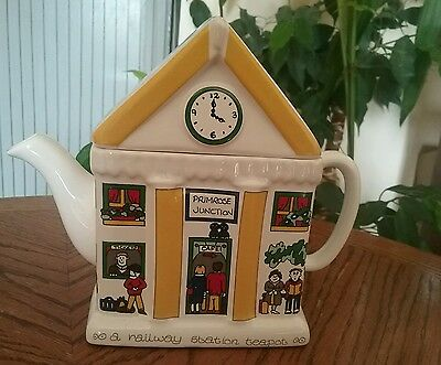 Wade english life teapot,Primrose junction designed by Barry Smith and Barbara W