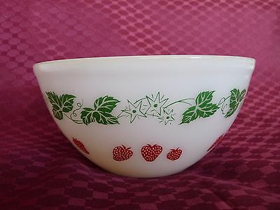 Vintage Retro Pyrex Mixing Bowl Strawberry And Green Leaf Design 1966 8 Inch Vgc