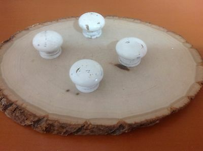 011X1 VTG Wooden Knobs In A Shabby Chic White Set Of 4
