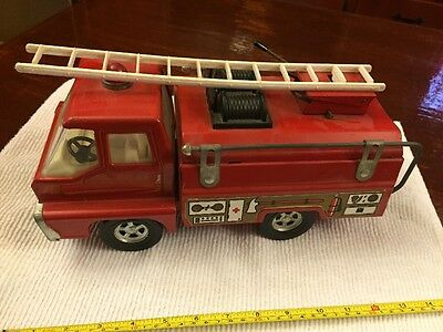 Vintage Structo Pressed Steel Fire Truck With Ladder