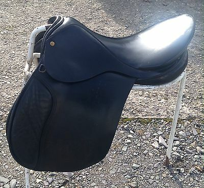 "16 1/2"" g/p Black English leather Saddle D-D 8 1/2"" med fit by Palaton"