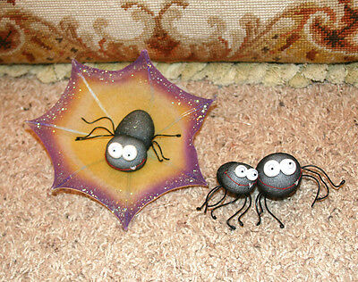 Hallmark Trio Of Spiders Hanging From Web Halloween Collectible Decoration
