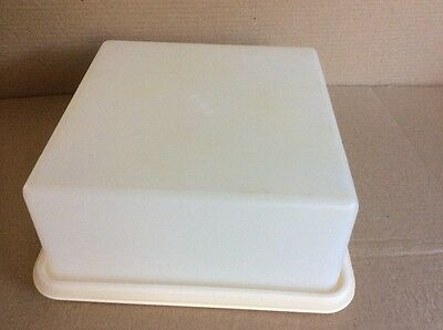 Tupperware SQUARE CAKE CARRIER - Good Condition